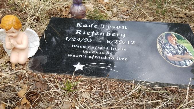 Kade stone cherub